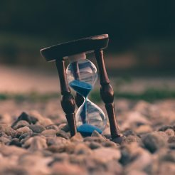 An hourglass depicting time running out for Drupal 9 launch